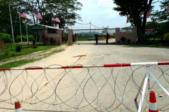 The main entrance to Raub Australia Gold Mine Sdn Bhd was barred with razor wire on 2 Sept 2012 (All pix by Gan Pei Ling)
